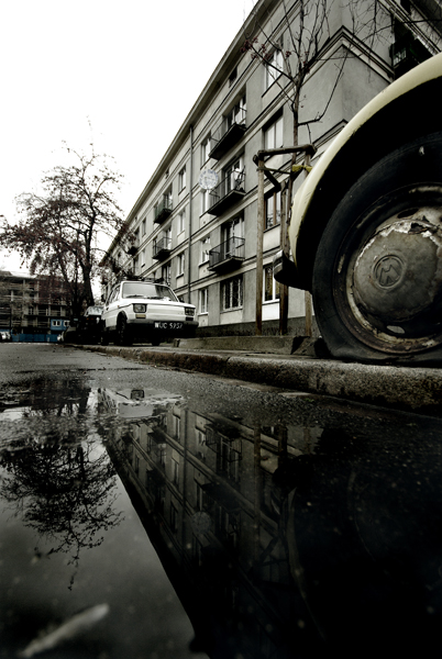Pentax K10D, Sigma 10-20mm wide angle zoom lens. Volkswagon Beatle with a flat tyre, in a rundown area of Warsaw, Poland.